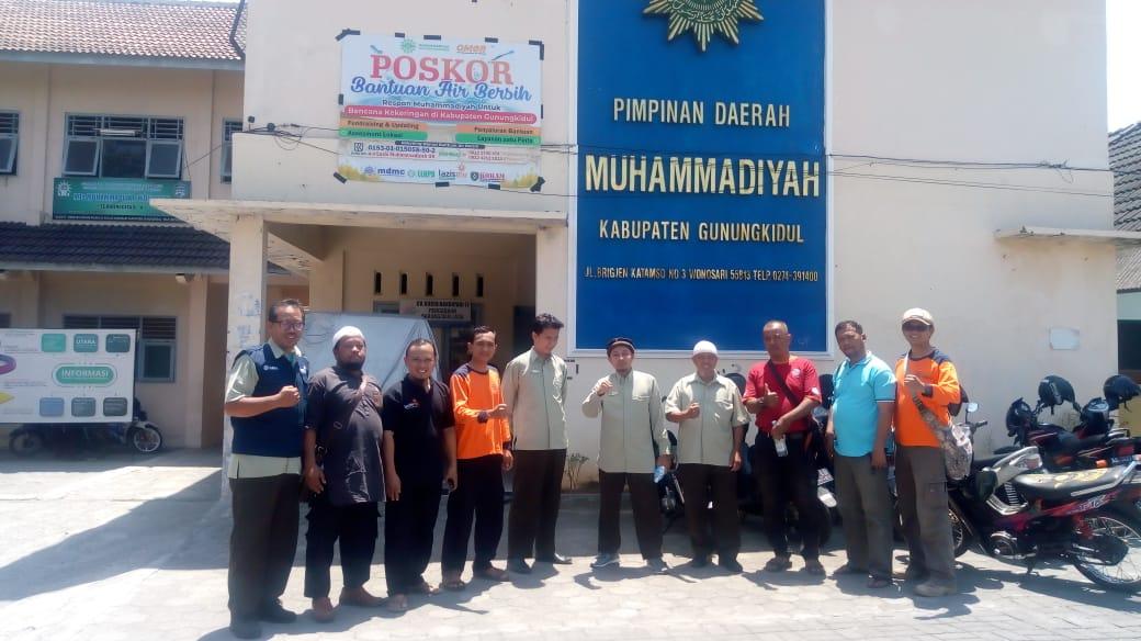 Alfis Khoirul bersama Jajaran PKU Muhammadiyah Yogyakarta, Kang Salim & Kang Bayu dari MDMC Gunungkidul berserta rekan